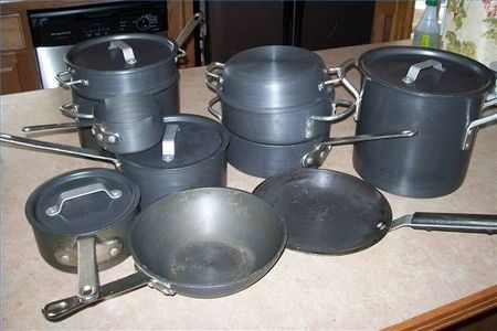 What Are the Dangers of Calphalon Cookware? - Has anodized surfaces. If this layer wears off, aluminum could react with acidic foods, affecting their taste. Aluminum is toxic, but the FDA has not found that it is safe in this cookware. Non-stick Calphalon cookware uses a proprietary polymer that may contain polytetrafluoroethylene (PTFE). Deaths have been documented in birds exposed to PTFE, which begins to evaporate at temperatures over 320 degrees F.
