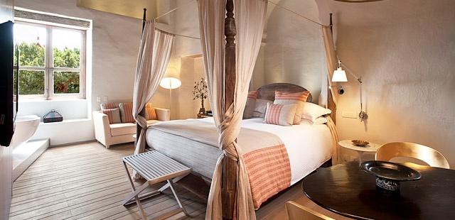Sofitel Santa Clara Cartagena - gorgeous bedroom style