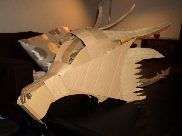 Armures en carton casque dragon