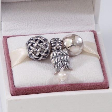 Pandora MOA - Always In My Heart Gift Set, $125.00 (http://www.pandoramoa.com/always-in-my-heart-gift-set/)