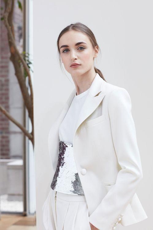 Ensemble blanc et argent de la collection bridal printemps-été 2018 d'Oscar de la Renta