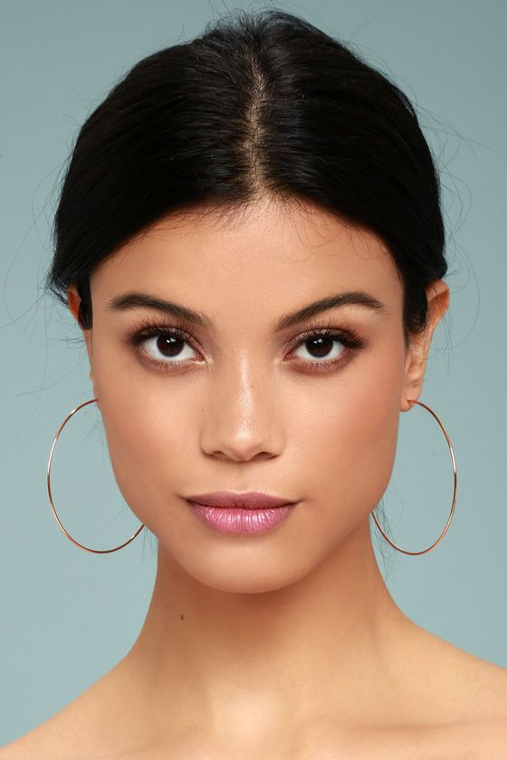"""Don't hesitate, grab the Come and Get It Rose Gold Hoop Earrings before they're gone! Lightweight rose gold hoop earrings are the perfect addition to every outfit. Earrings have a 2.25"""" diameter."""