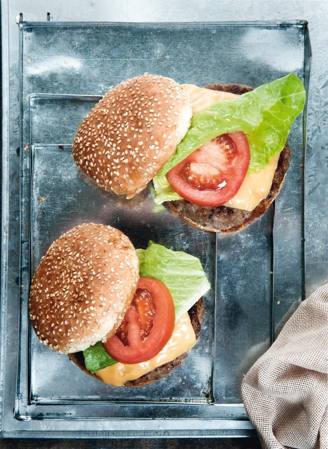 Μοσχαρίσιο burger με τσένταρ