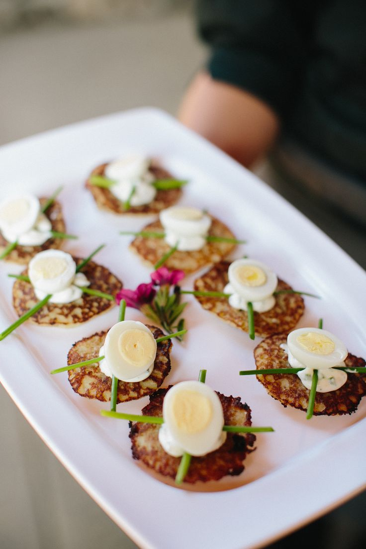 Hors d 39 oeuvres poached quail egg on bellini for Quail egg canape