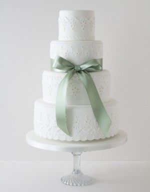 http://www.thecakeparlour.com/wp-content/uploads/2011/01/Broderie-Lace-Wedding-Cake-300x384.jpg