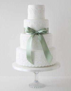 Simple, elegant wedding cake. | Mint Wedding http://www.pinterest.com/FLDesignerGuide/mint-wedding/