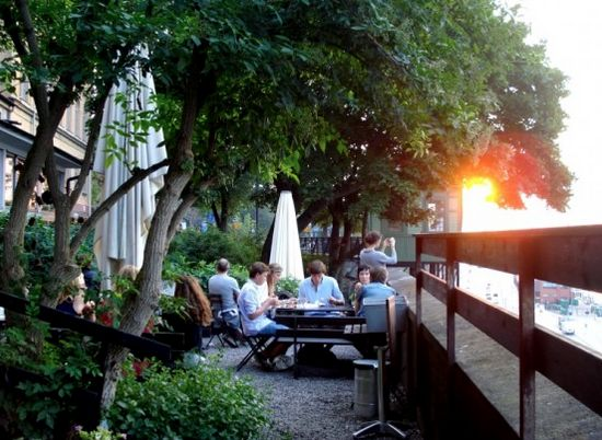 FAMOUS VEGGIE BUFFET - Hermans - Fjällgatan 23B, 116 28 Stockholm, Sweden +46 8 643 94 80