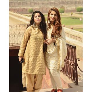 momina mustehsan waering a beautiful pakistani dress and did i mention her hair is lookung wow#hairgoals #new girl crush# go desi!