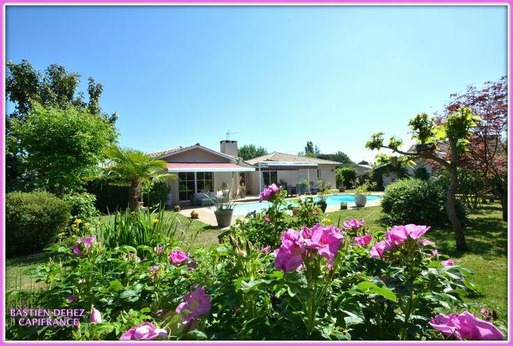 Jolie maison à vendre chez Capifrance à Sanguinet.     Très belle villa située dans un quartier calme à proximité d'un lac et du centre ville.     > 180 m², 5 pièces dont 3 chambres.     Plus d'infos > Bastien Dehez, conseiller immobilier Capifrance.
