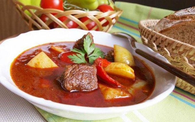 Maďarský guláš s bramborem