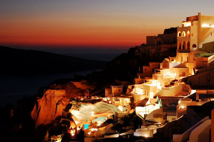 The entrancing effect of #Santorini's #sunset will make you promise to come back!