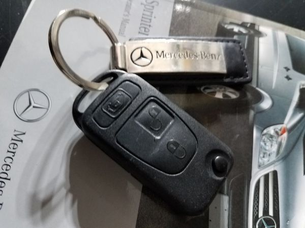 Mercedes Benz SPRINTER Key and Manuals for Sale in Boca