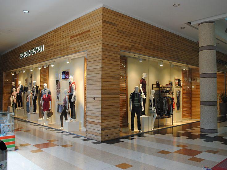 seven seven mejora sus vitrinas para asi competir con marcas internacionales, manteniendo su objetivo y sus tiendas actuales en la moda.