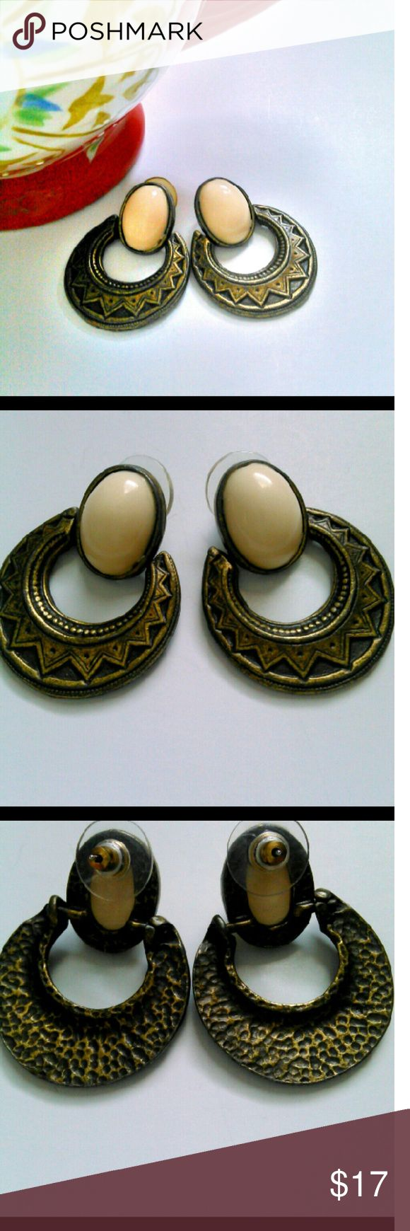 """HP Fashion FavoritesVintage Aztec  Earrings Vintage Aztec HP chosen by @emilywodock style pierced earrings with a cream colored stone. Approximately 1 3/4"""" long.  You'll look great in these gorgeous earrings!! Jewelry Earrings"""