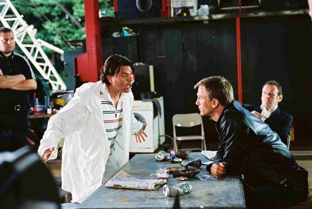 Still of Daniel Craig and Jamie Foreman in Layer Cake (2004)