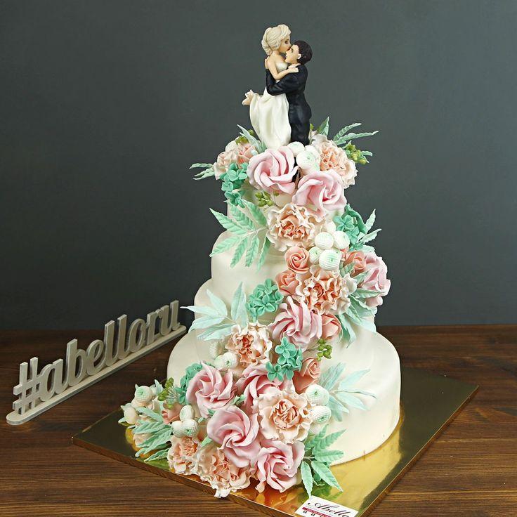 """Свадебный торт """"Мы вместе""""  Многоярусный торт, оформленный мастикой и цветами, больше похож на красивый букет, чем на съедобное лакомство☺️ Каскад из сахарных цветов придаст вашему свадебному десерту романтичность и в тоже время индивидуальность, а реалистичные фигурки, венчающие вершину свадебного торта, сделают его непохожим ни на какие другие❤️  Великолепный #свадебныйторт украсит ваше торжество, изготовление возможно от 2-х кг и всего за 2850₽/кг😄 Стоимость изготовления фигуркок жениха…"""