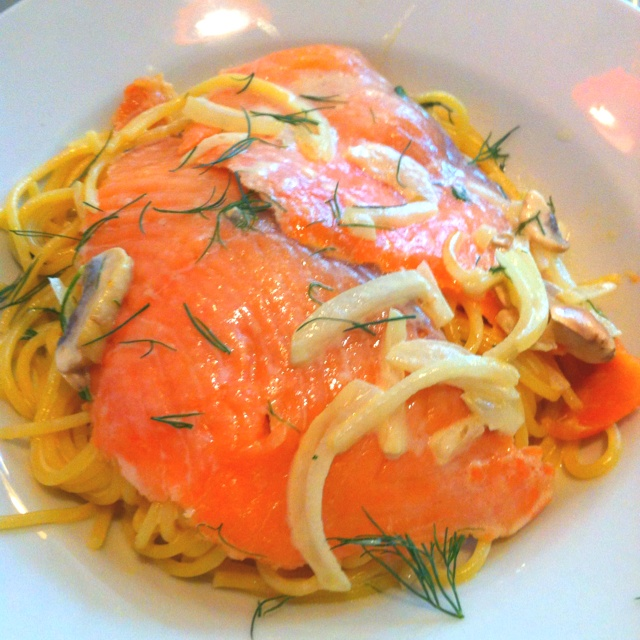 My weekend finally started! :D Smoked salmon cream pasta @ Homei :9