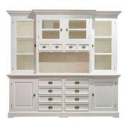 Der weiße Buffetschrank aus der Serie Brighton begeistert alle, die klassisches Design im Landhausstil lieben.