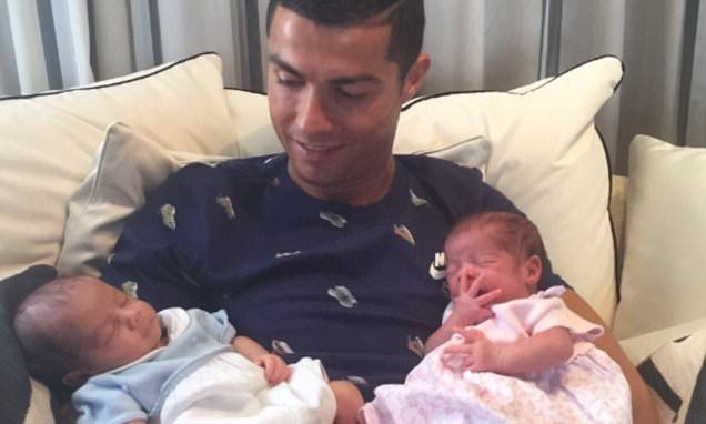 Cristiano Ronaldo meets his newborn twin children for the first time -   Football star  Cristiano Ronaldo  posted a heartwarming photograph of his newborn twins on Thursday and wrote: 'Happy to be able to hold the two new... See more at https://www.icetrend.com/cristiano-ronaldo-meets-his-newborn-twin-children-for-the-first-time/