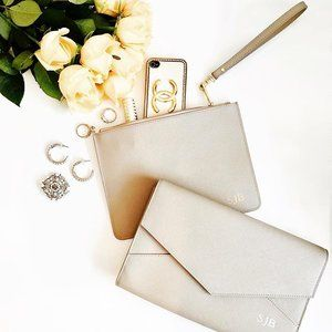 Dreaming of #grey #clutch #bags lately? You've found them! Our #pouch with detachable wristlet and #envelopeclutch with detachable shoulder strap are perfect for #bridal parties this season. They make a gorgeous #bridesmaids #gift and will be treasured (and used) long after the #bigday is over👰🏻💒 #spring #bridetobe #bridalparty #engaged #imgettingmarried #roses #flowers #onlineshopping #wedding #weddings #weddingideas #occasions #special #events #weddingplanning #realweddings #love…