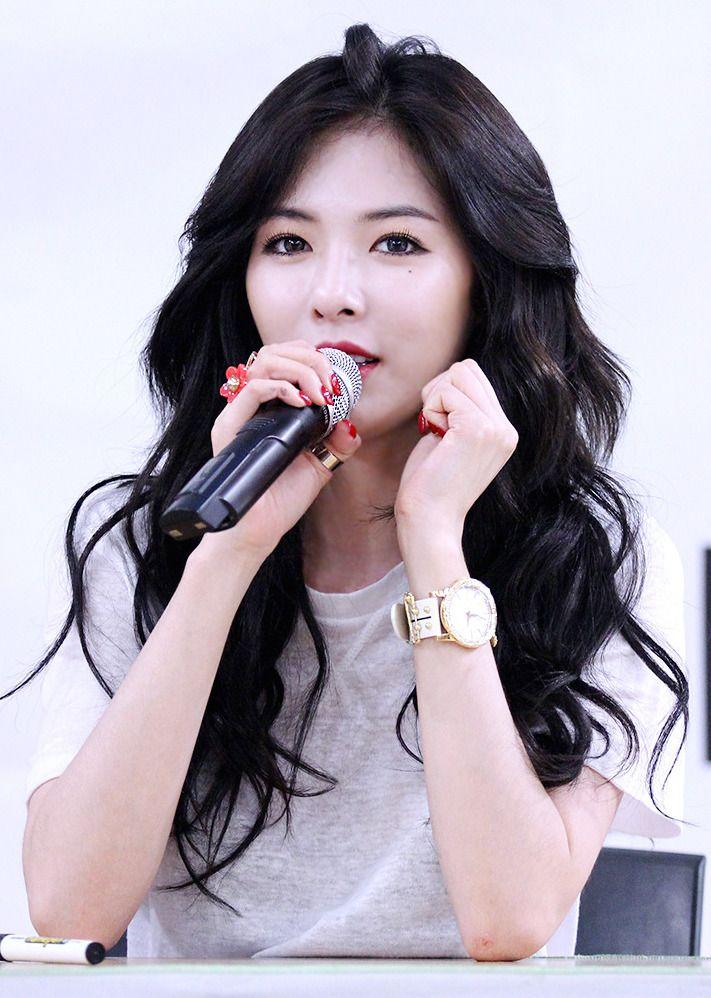 HyunA Sheds Tears Discussing 4minute Disbanding on 'HyunA's X19' | Koogle TV