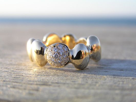 14k gold ring with diamonds, made by Loenstrup Smykke Design - Nynne Kegel - Lønstrup