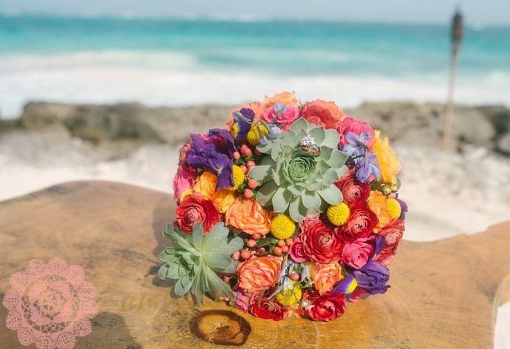 CBR425 wedding riviera maya colorful bride bouquet with succulent/ ramo de novia colorido con suculentas