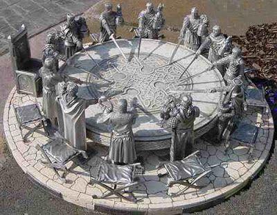 El rey Arturo y los caballeros de la mesa redonda. Formaban una orden de caballería mítica legendaria, que aparecen en las leyendas artúricas.