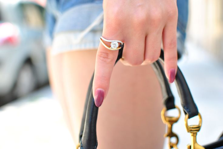 Perché i gioielli sono i migliori amici delle donne e @Jeulia lo sa bene http://www.teresamorone.com/2017/07/03/jeulia-anelli-da-sogno-gioielli-blog/ #Jeulia #anelli #gioielli #rings #weddingrings #teresamorone #blog #jewelry #jewels #engagementrings #sapphire #silver