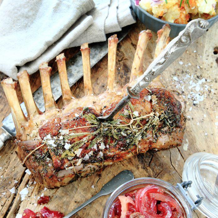 Lammracks med rostade rotfrukter och olivsmör – recept
