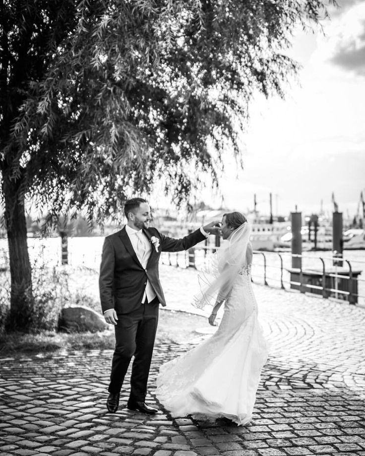 Live. Love. Dance. #lovemoments #couplegoals #weddingday #allyouneedisdancing #weddinggoals #livelovedance #lovers (hier: Hamburg, Germany)