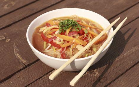 VAŘÍME CVALEM S MICHALEM: Šéfkuchař Michal doporučuje vyzkoušet rychlou asijskou polévku!
