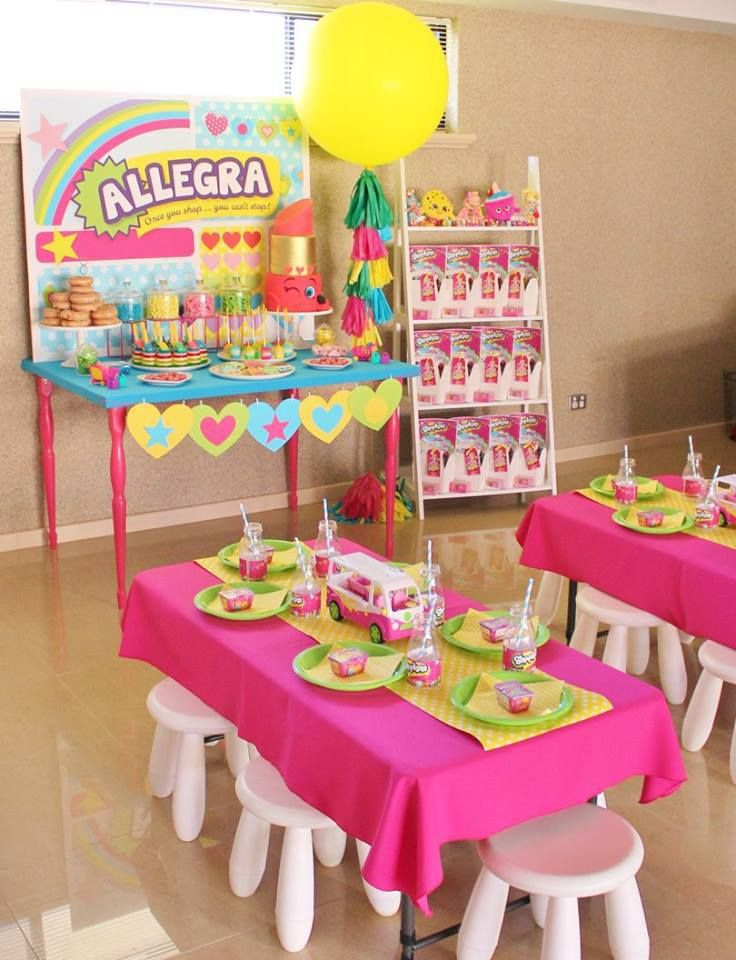 ♥ Beautiful & bright Shopkins party backdrop♥ Coordinating love heart paper bunting♥ The most adorable Shopkins cookies♥ Shopkins Lippy Lips birthday cake♥Take home boxes included a Shopkins blind basket and Shopkins colouring in book ♥ Rainbow jelly and more!