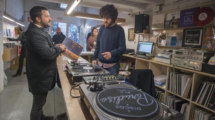 Las tiendas de discos de Barcelona se aferran al vinilo y la especialización