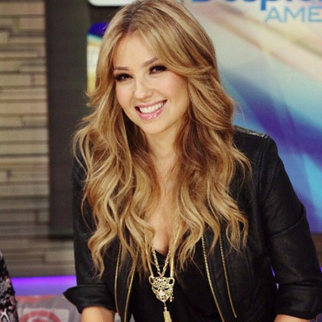 In Miami @despirtaamericatv @thalia  hair @jennym_13 makeup @betancurclaudia  haircolor @ritahazan  #thaliasodicollection  #macys