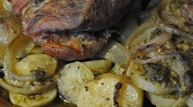 Marineret nakkesteg i stegso og pesto flødekartofler