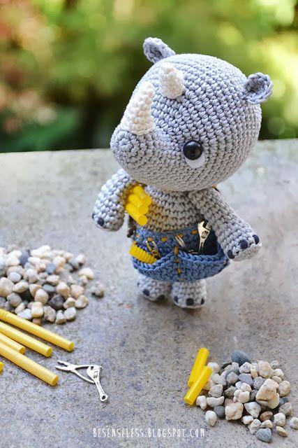 Pippo the plumber - Amigurumi rhino - besenseless.blogspot.com