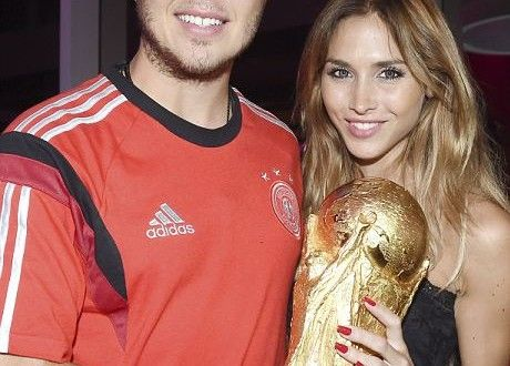 Watch pictures of Mario Gotze with his Girlfriend.