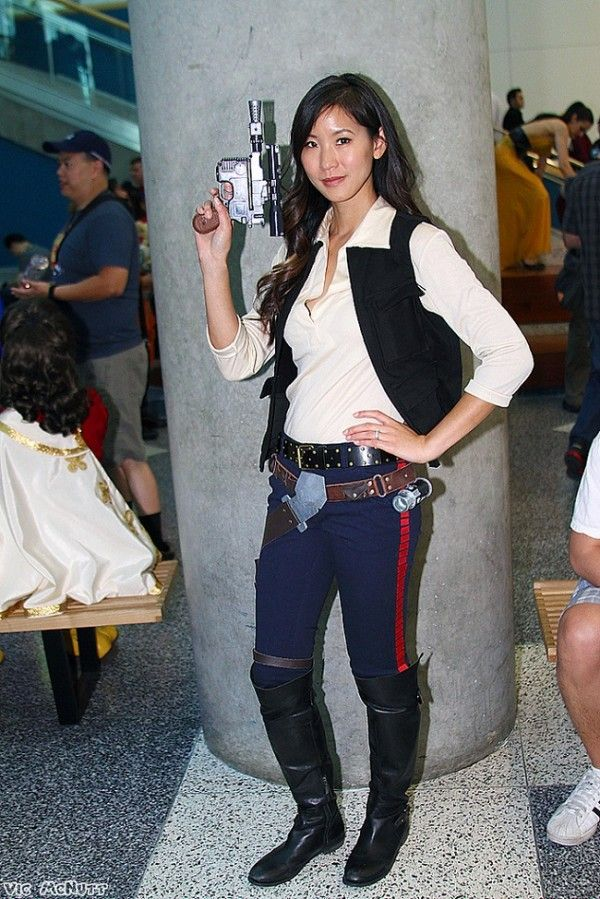 Rule 63 Han Solo cosplayed by Emily of The Stylish Geek | much as I ADORE sexy/femme genderbends of male characters, I also love the ones that stick so faithfully to the source material. :D  Hotness.