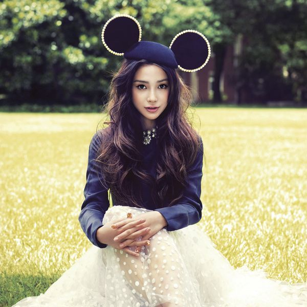 First time on the cover of ELLE China magazine, Angelababy was perfectly in line with the theme of youth and beauty. Shooting was taking place in an old garden in Shanghai, where Angelababy was dressed in designer's Fall Winter 2013/14 collection, such as Valentino, Saint Laurent and Christian Dior.