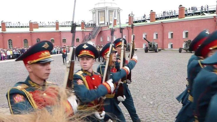 Развод почетного караула в Нарышкином бастионе Петропавловской крепости