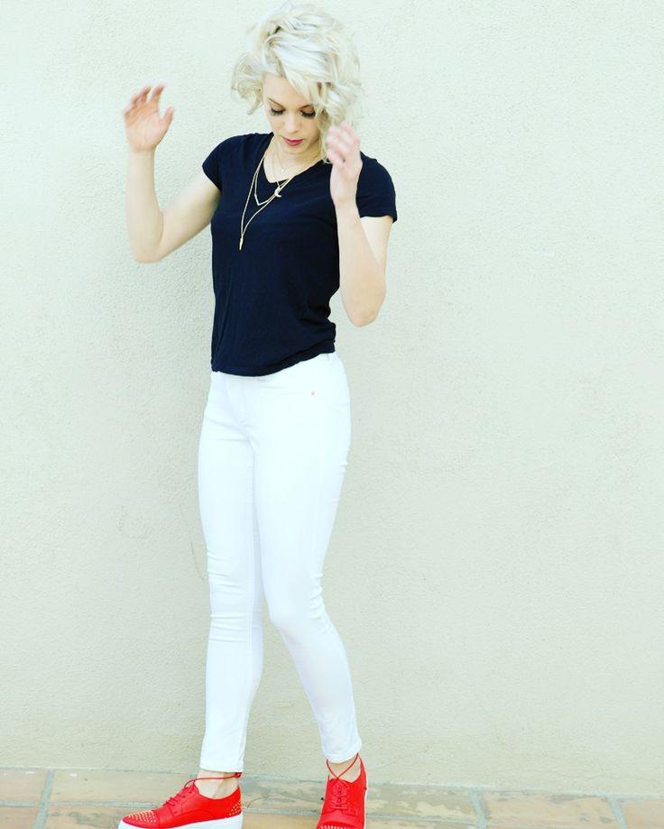 Go red, or go white or go home 😲❤️👌 . #fashion #jeans #heels #styleurself #LAFashion #NYCfashion #Miamifashion #fashionista #denim #skinnyjeans #Denimskirts #look #getthelook #heels #hotpants #denimshorts #outfit #look #getthelook #loveheelsandjeans