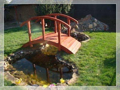 Amenajare gradina cu iaz artificial si podet de lemn. www.amenajari-gradini-iazuri.ro 0730016535