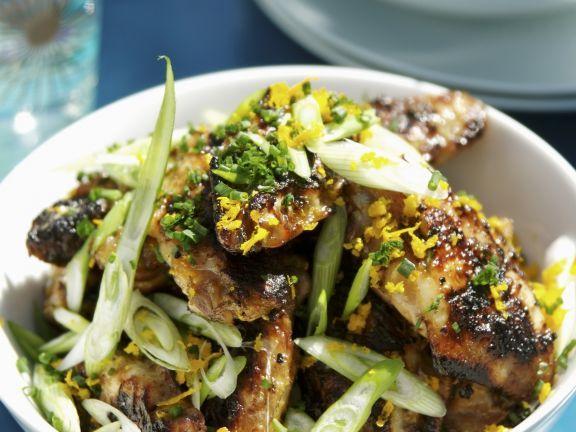 Knusprige Hähnchenflügel mit Lauchzwiebeln ist ein Rezept mit frischen Zutaten aus der Kategorie Hähnchen. Probieren Sie dieses und weitere Rezepte von EAT SMARTER!