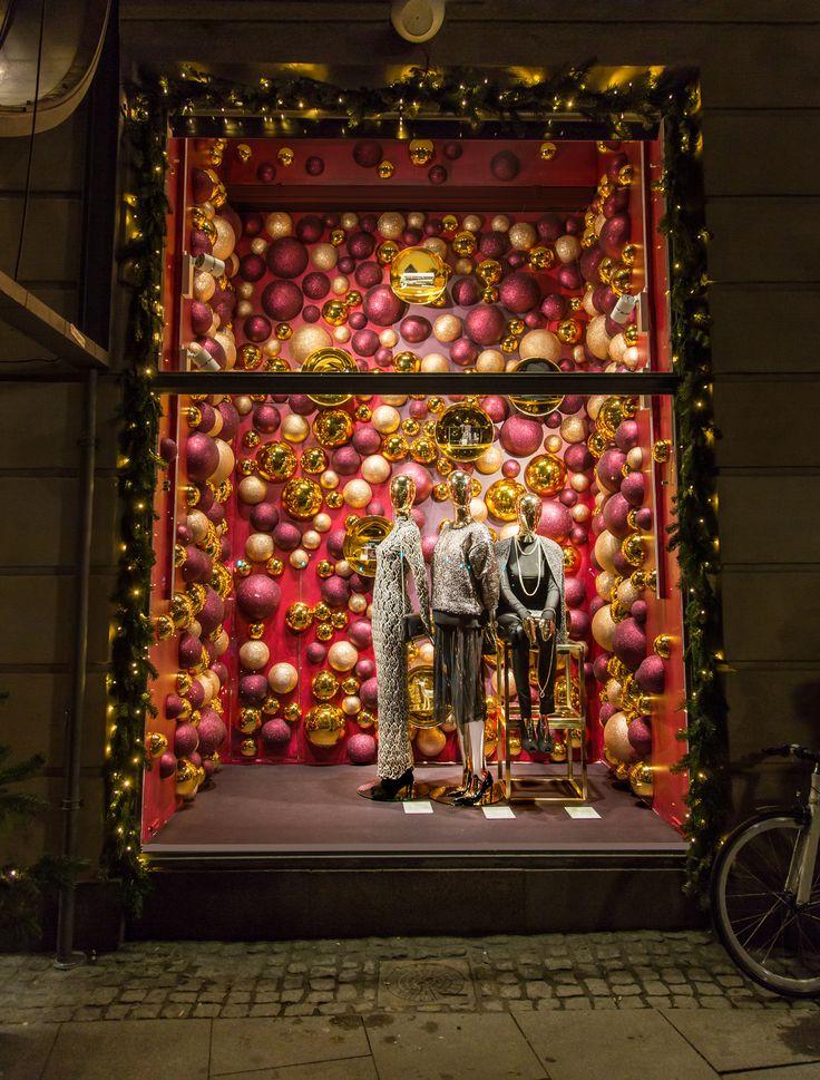 #christmas #window #display #magasindunord #copenhagen #vm #windowdesign #gifts…