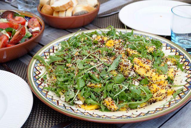In een handomdraai iets gezonds serveren voor bij de BBQ met deze super makkelijke zomerse Quinoa salade met mango. Bekijk het recept hier >>