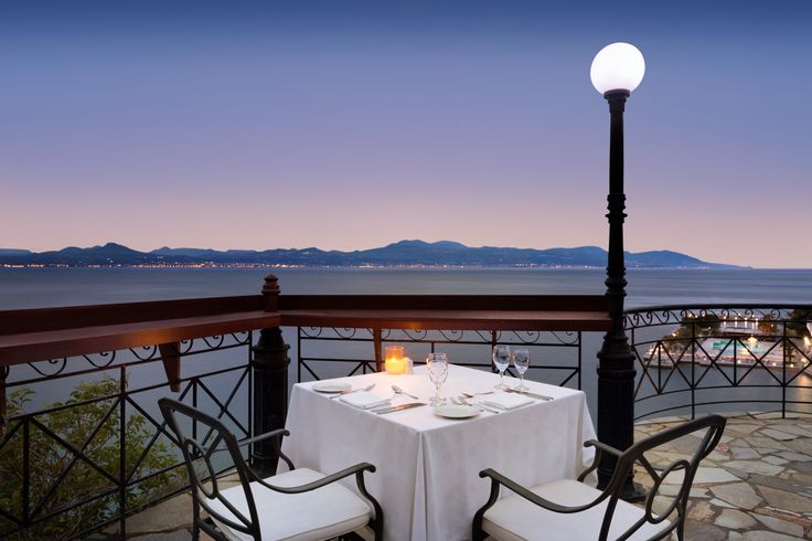 If you are looking for a romantic getaway, Ramada Loutraki Poseidon Resort is the perfect choice! Just 40 minutes from Athens, its breathtaking view and unique atmosphere will make you fall in love!