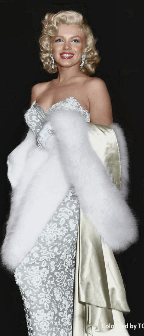 Marilyn Monroe great photo of her, love her fur & gown.