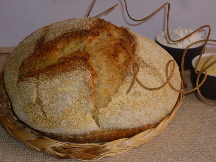 il pane giallo di mais e farro, è un pane preparato con lievito madre, che vi stupirà per il suo sapore e la sua croccantezza, con farina di mais e di farro