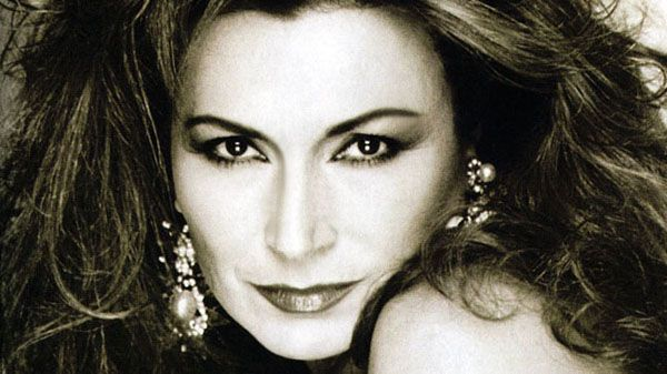 The late Rocío Jurado, one of the most beautiful, unforgettable voices to come out of Spain...Long before the power ballad divas of the U.S. appeared, she was wowing audiences wherever she sang...